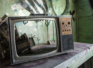How-to-Dispose-of-Your-Old-TV-on-architectureslab