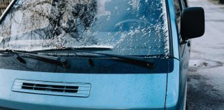 Ideas-for-Deciding-the-Clearing-Windshield-of-the-Car-on-architectureslab